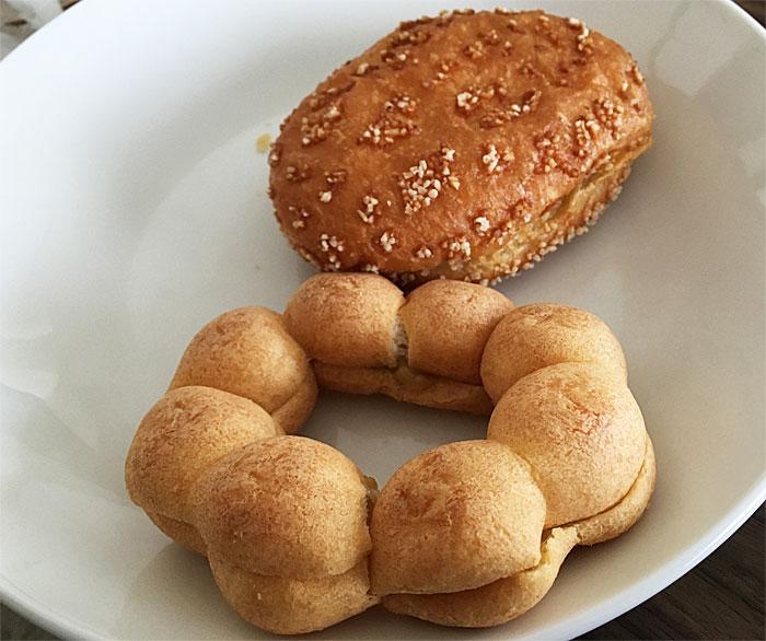 ポン・デ・グリ-ンカレー&タマゴ・デ・欧風カレー 皿の上