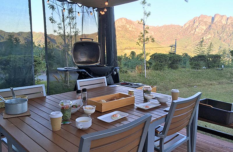 朝食と風景